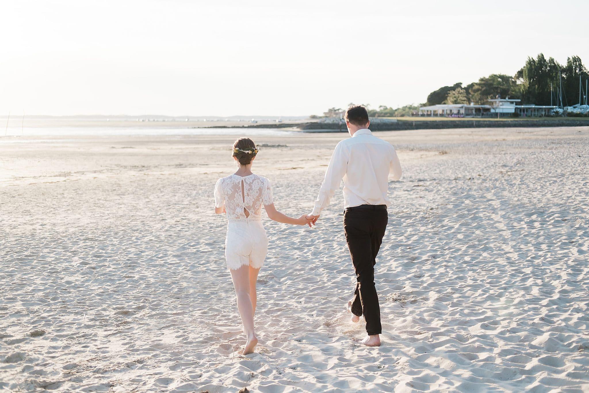 seance couple au bord du bassin d'arcachon avec un photographe de mariage a bordeaux